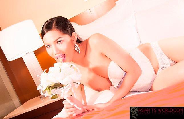 Glamourous Asian Tranny Maria